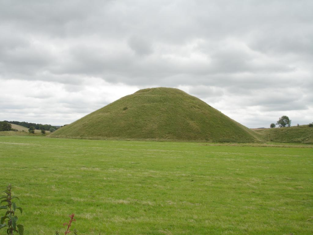 Silbury Hill from the northwest. 1024x768 .